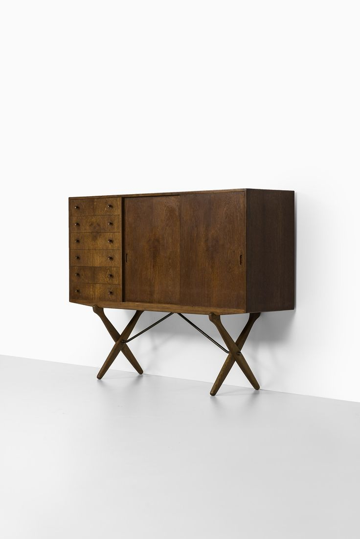Hans Wegner sideboard in teak | via Studio Schalling