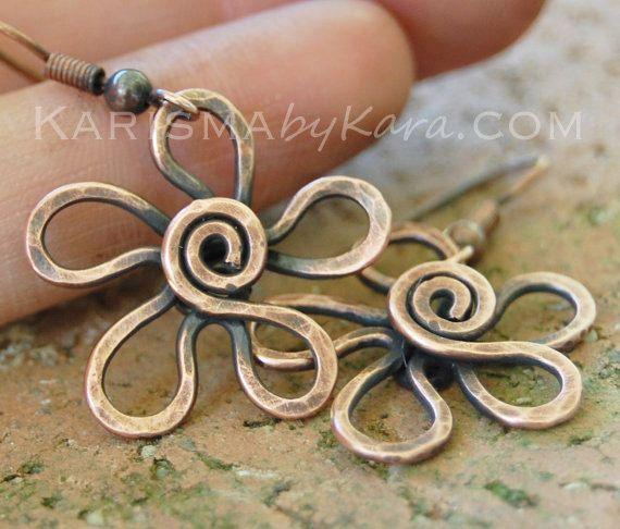 Pendientes flor cobre texturados oxidado por Karismabykarajewelry