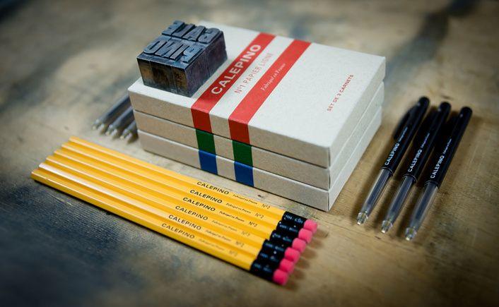 LA PANOPLIE CALEPINO  Le kit complet    Le kit parfait pour qui souhaite découvrir tous les produits Calepino, ou offrir le cadeau idéal. Il est composé de tout ce qu'il faut en cas de pénurie, catastrophe naturelle ou rationnement de papier