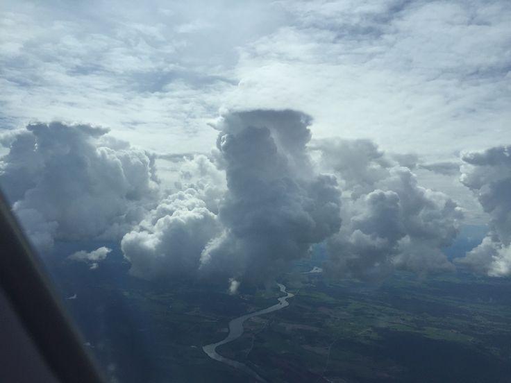 Por debajo de la vas nubes