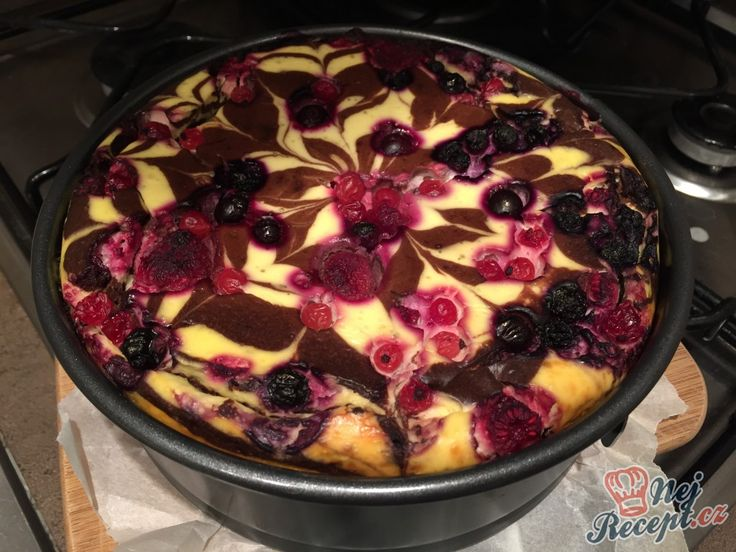Super vypadající tvarohový dort bez cukru a mouky. Na vrch poklademe různé ovoce a chutný dezert je na světě. Chuť je FANTASTICKÁ.