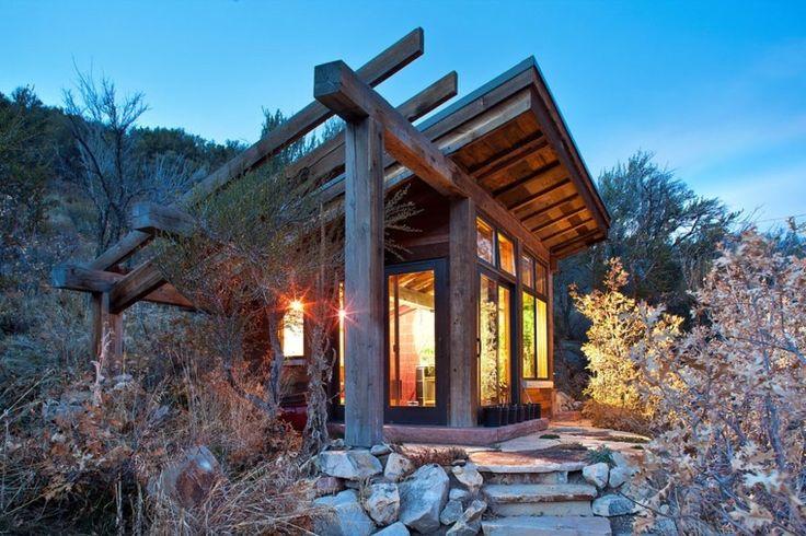 pequeña cabaña moderna de madera