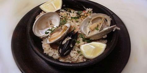 Arroz a la Marinera, una combinación perfecta entre mariscos, cereal y carnes blancas muy similar a la tradicional Paella española. Acá esta la receta.