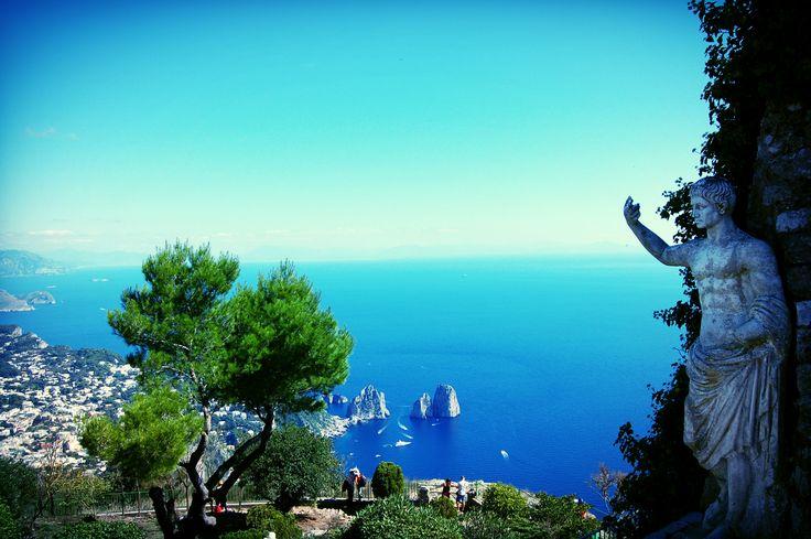 Chcesz poczuć się jak gwiazda na wakacjach? W takim razie wybierz się Capri! Ta wyspa na pewno Cię nie zawiedzie. Sprawdź dlaczego!