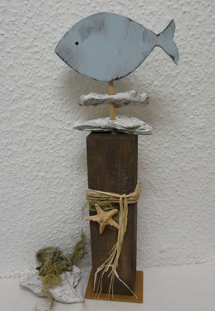 maritimer blickfang hellblauer holz fisch mit treibholz. Black Bedroom Furniture Sets. Home Design Ideas