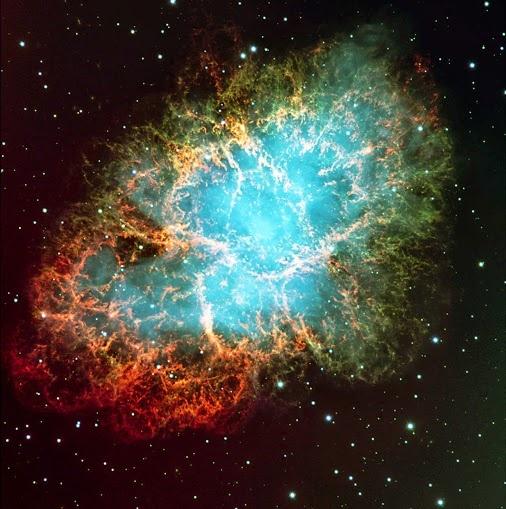 NEBULOSA DO CARANGUEJO - M1 Esta nebulosa é o remanescente de uma explosão de supernova, observada a quase 1.000 anos atrás, no ano de 1054. Ela contém uma estrela de nêutrons perto de seu centro que gira 30 vezes por segundo em torno de seu eixo.