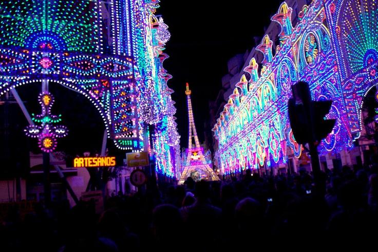 Valencia en Fallas, calle Cuba, primer premio de iluminación en la Fallas 2012