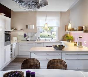 Der dezent zurückhaltende Sandfarbton lässt sich mit vielen Farbtönen kombinieren – auch in der Küche. Schöner Wohnen - Sand