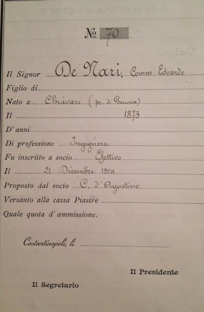 Arşivdeki defterlerimizde De Nari'nin üyelik kaydı da var. Ama doğum tarihi bir yıl hatalı yazılmış 1873 olarak görülüyor. Bu hata titiz araştırmacıların gözünden kaçmamış.