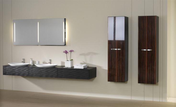 Bányai Pull Out Santos Fürdőszobabútor - A frontok érdekes, barázdált felülete különleges megjelenést biztosít a bútornak. A Pull Out tervezésekor a variálhatóságra törekedtünk. Így a Pull Out széria egy igen sokoldalú választási lehetőséget biztosít Önnek formai, méretbeli és kivitelezési szempontból is.