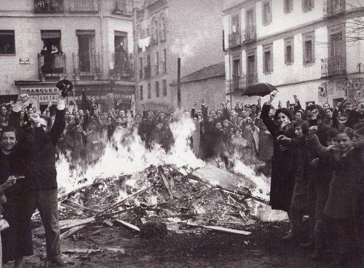 Resultado de imagen de quema de archivos en la guerra
