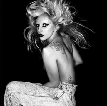 Lady Gagas egg-cellent entrance