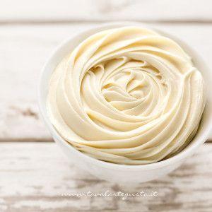 Ganache al cioccolato bianco per decorare torte e cupcakes