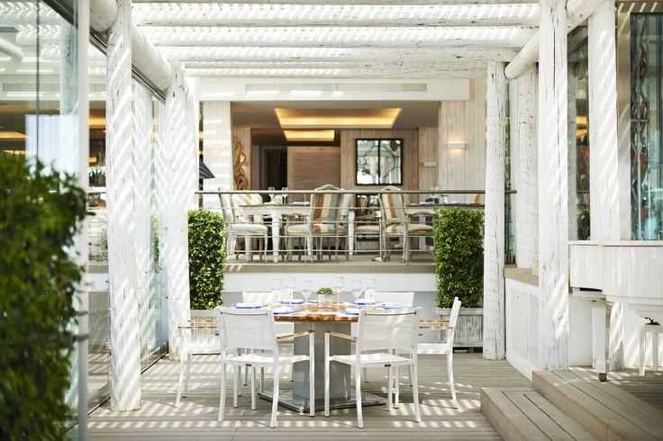 Un rincón perfecto para una #comida entre #amigos. #PuenteRomanoBeachResortMarbella #gastronomia #SeaGrill
