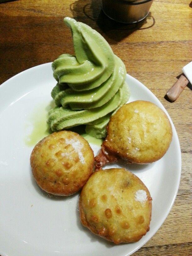 Deep fried Oreo w/ matcha ice cream