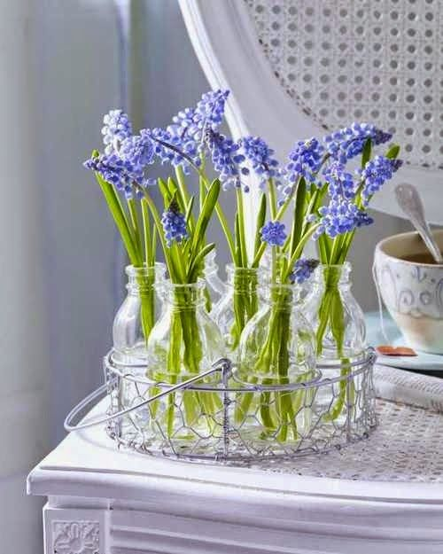ανοιξιάτικη διακόσμηση, καλάθι,λουλούδια,είσοδος,κήπος,μπαλκόνι,βάζα, βαζάκια,καφάσι,τραπέζι,καναπές,μαξιλάρι,εσωτερικός χώρος, εξωτερικός χώρος,