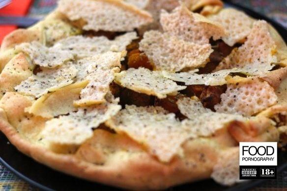 Torta di zucca al rosmarino con cialde di parmigiano