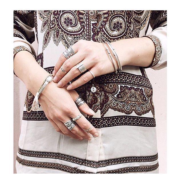 A R M P A R T Y ✨// We love this #armparty of @alacollection 👌🏼. Je vindt deze zilveren ringetjes en armbanden online: www.moonloft.nl 💫