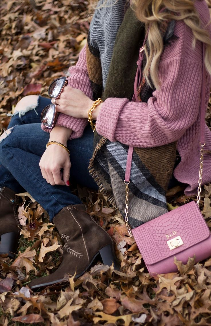 womens fall outfit, Thanksgiving Day Outfit, Dusty Rose Sweater, Dusty Rose Crossbody, Ariat Boots