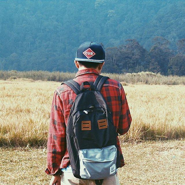 Backpack and Snapback from Cub Traveler, Good friend for your traveling activity, #cubtraveler #lifefolk #ciwidey #explorebandung #vsco #vscocam #bacpack #snapback #traveling #traveler #mountain #jungle