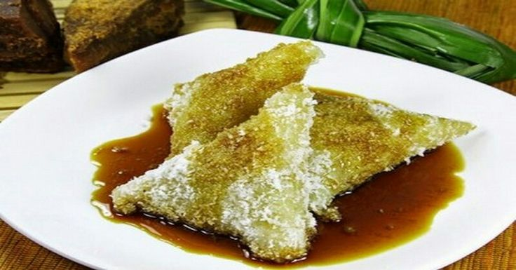 Kue Lupis ~ Lupis cake made of rice keta cooked with water until half cooked and then wrapped in banana leaves and steamed wear until fully cooked. Lupis cake is usually served with a sauce of brown sugar are boiled to melt so that the sweetness adds to the enjoyment of this cake.