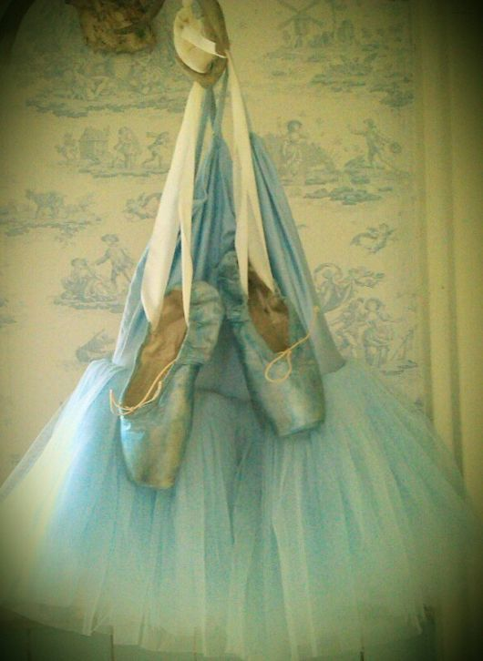 i would love to dye my daughters  pointe shoes and decorate them like that! Beautiful