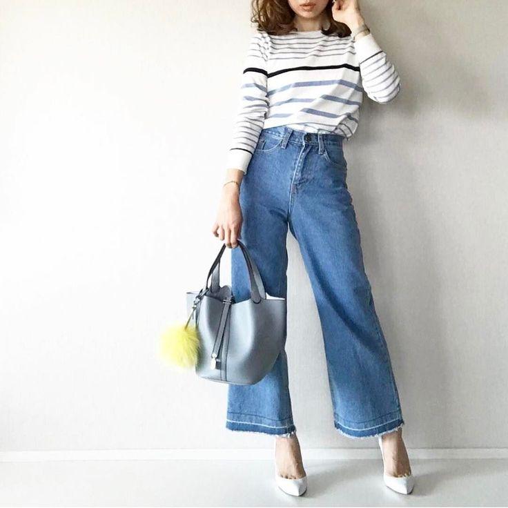 .  春らしくニットにジーンズを合わせたカジュアルコーディネート  Photo by @mario_dozono   Top... #lialapg  Bottom... #moncha  Bag... #plainclothing  Shoes... #pippichic   MINE公式アプリではファッションを中心とした動画を毎日更新中 プロフィールリンクからDLできます   ハッシュタグ#mineby3mootdを付けたコーディネートを募集中紹介させていただくことも  #mineby3mootd #MINEBY3M #ootd #outfit #fashion #coordinate  #instafashion #beaustagrammer #fashionista #outfit #igfashion #カジュアルコーデ #春コーデ #シンプルライフ #シンプルコーデ #トレンチコート #ママコーデ #お洒落さんと繋がりたい