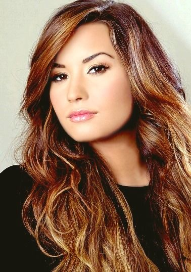 demi lovato. Beautiful Long Hair: Posted by Ciao Bella and Venus Hair Extensions