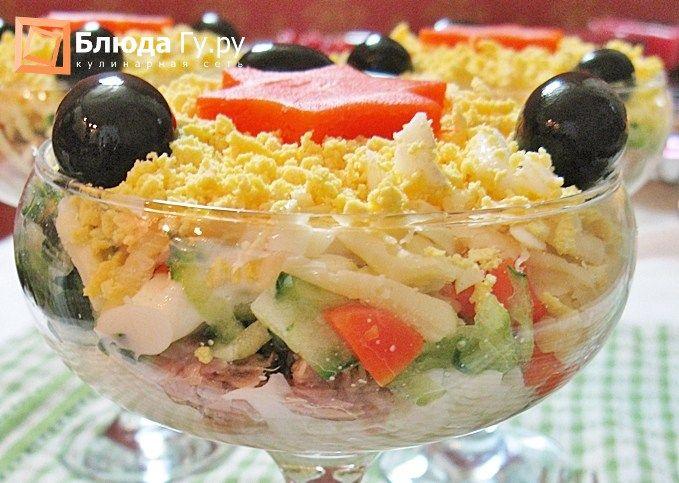Вкусный салат с тунцом консервированным в креманках