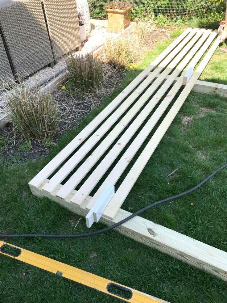 Moderner Holz-Lamellen-Outdoor-Sichtschutz: Details zum Bau