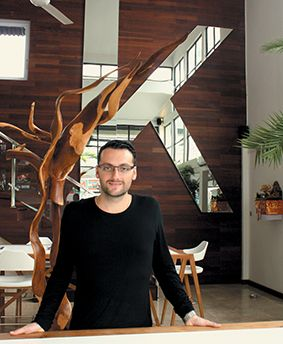 Alban Kibarer a le business dans la peau. Ancien importateur de voitures, ce tout juste trentenaire a découvert le monde de l'immobilier à Bali en 2008. Depuis 2013, il est à la tête de Kibarer Property, une agence 3 en 1 basée à Petitenget qu'il prévoit de développer dans toute l'île.  http://www.lagazettedebali.info/journal/articles/societe/business-196/kibarer-property-l-agence-3-en-1-qui-gagne-du-terrain.html?date=2015-03