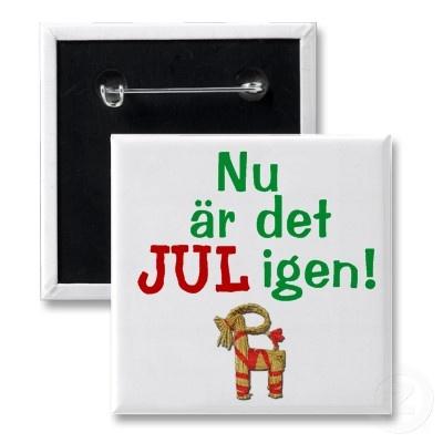 Nu zijn Kerstmis opnieuw! Zweedse Julbock Speld Button