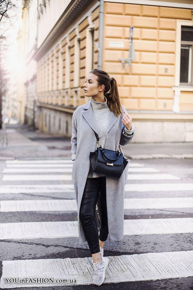 Серая водолазка + серое пальто + кроссовки
