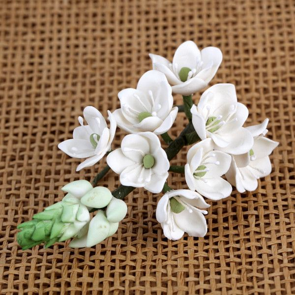 These beautiful flowers are great to use as a filler with bigger sprays. Readymade by hand from gumpaste, these gorgeous Filler Sprays offer a way of decorating cakes hassle free for both professional