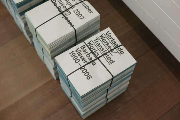 Laurenz Brunner, huisstijl tentoonstelling Vertaalde werken / Translated Works, Barbara Visser 1990-2006 (2006). © Jordi Huisman, Museum De Paviljoens