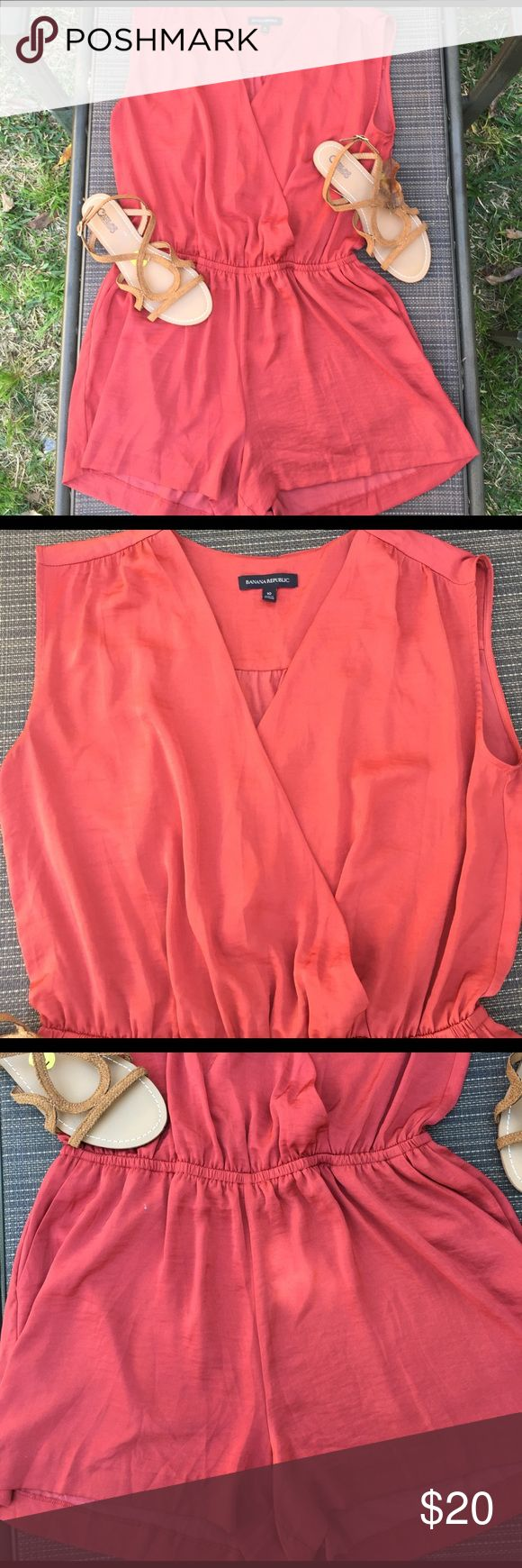 Women's Banana Republic Short Rumper Size 10 Pre Owned Great condition with pockets Banana Republic Shorts