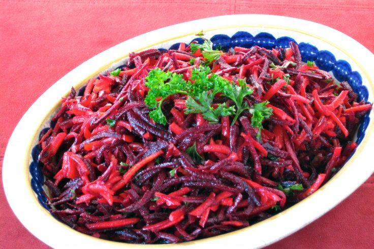 Raw Beet and Carrot Salad: Gardens Lady, Eating Raw, Healthy Eating, Carrots Salad, Cleaning Healthy Food Fit, Raw Beets, Raw Vegan, Raw Beetroot Salad Recipe, Food Recipe