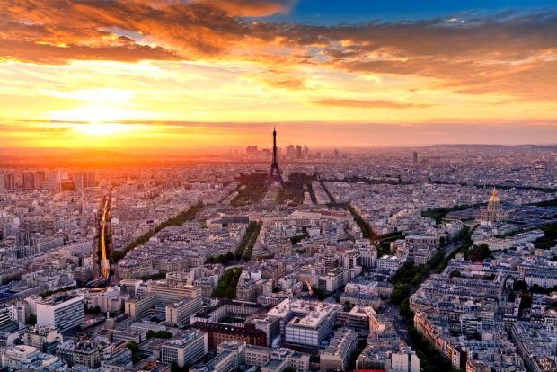 Parijs, de stad van de liefde, is uiteraard een populaire stad om naar toe te gaan voor veel pas getrouwde stelletjes. Het is ook een van de goedkopere opties. Veel mensen vinden het leuk om naast de stad ook een bezoekje te brengen aan Disney Land Parijs.