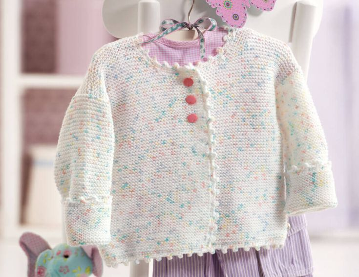 Diese Anleitung für eine Baby-Jacke ist ein Traum für Mütter, Großmütter, Tanten und alle, die einer kleinen Prinzessin eine Freude machen möchten.