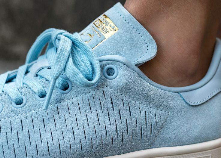 Découvrez en images la Adidas Stan Smith Suede Perforated 'Easy Blue', une  exclusivité