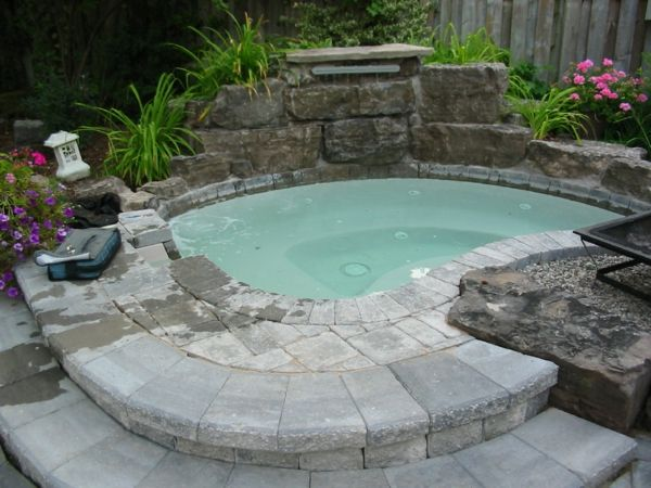 The 25+ Best Ideas About Wasserspiele Im Garten On Pinterest ... Whirlpool Im Garten Charme Badetonne
