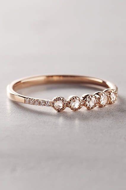 Este anillo , significó para la novia , es una de oro de 14 quilates y diamantes rosecut banda .