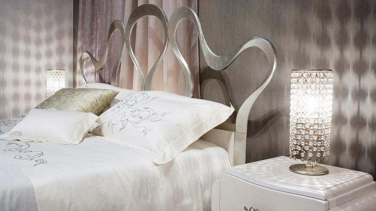Sempre il #letto Nastro di Cantori disponibile con struttura in diverse colorazioni e finiture, lo preferisci nero o così come nella foto?