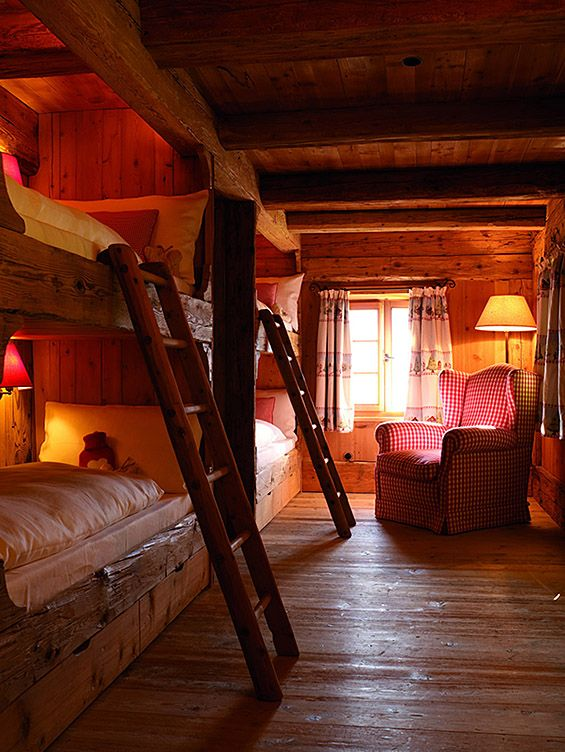 A cozy room for the kids in your mountain home? Also a great idea for lots of visitors!
