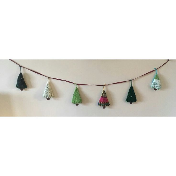 A garland of knitted Christmas trees
