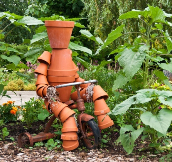 Terra Cotta Pot People | Yard Art / How to Build a Terra Cotta Clay Pot Garden Person: Terra Cotta, Clay Pot People, Flower Pot, Yard Art, Decoration Idea, Backyard Decoration, Crafts Idea, Claypot, Art Projects