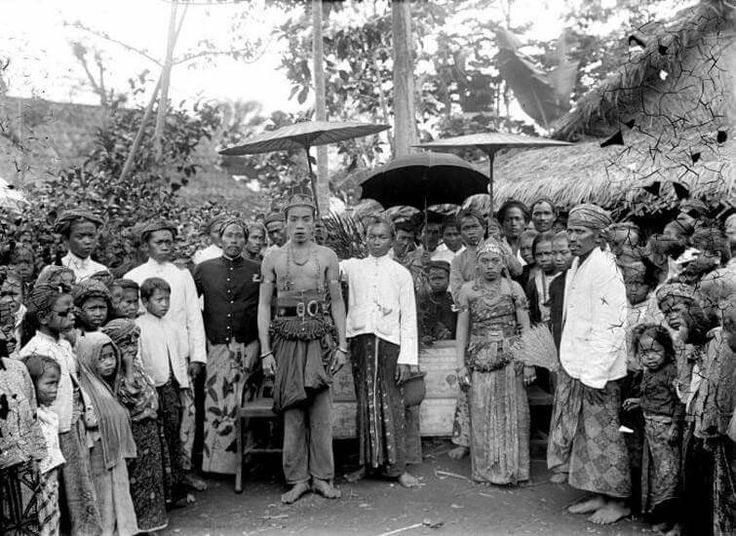 1918. wedding in a Javanese village.