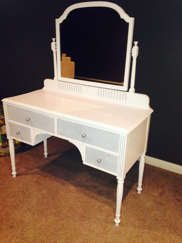 Dressing table refurbished in Annie Sloan pure white and Paris grey