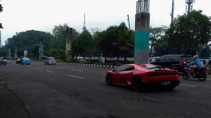 The Flash . . . . . . #lamborgini#lamborginiindonesia#panahan#senayan#gbk#gelorabungkarno#sunmori#senci#senayancity#red#huracan#car#club#antiwheelie#ride#noob#hunt#zenfone#3#ze520kl#4wheels#supercar#indonesia#sultan#power#sunday#niceday http://misstagram.com/ipost/1565129520989417483/?code=BW4dQHGDTAL