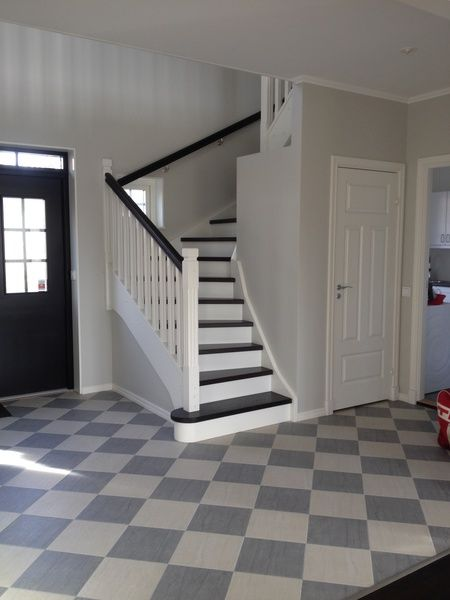 Best visual so far of window in stairwell + possible downstairs access where closet door is